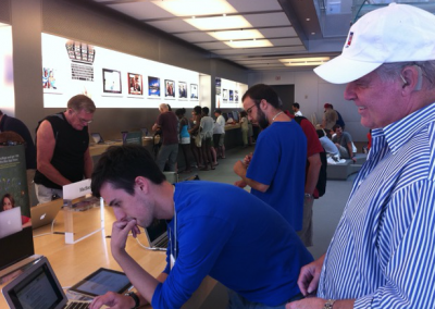 YOU KNOW I AM AN APPLE GROUPIE! I HAD A GREAT TIME GOING TO THE BOYLSTON STORE IN BOSTON, INCOGNITO LOL.